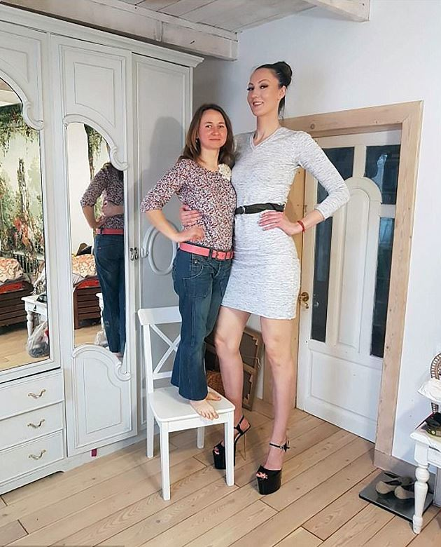 Woman-With-Longest-Legs-In-The-World-Russian-Model-2 Ekaterina Lisa pook