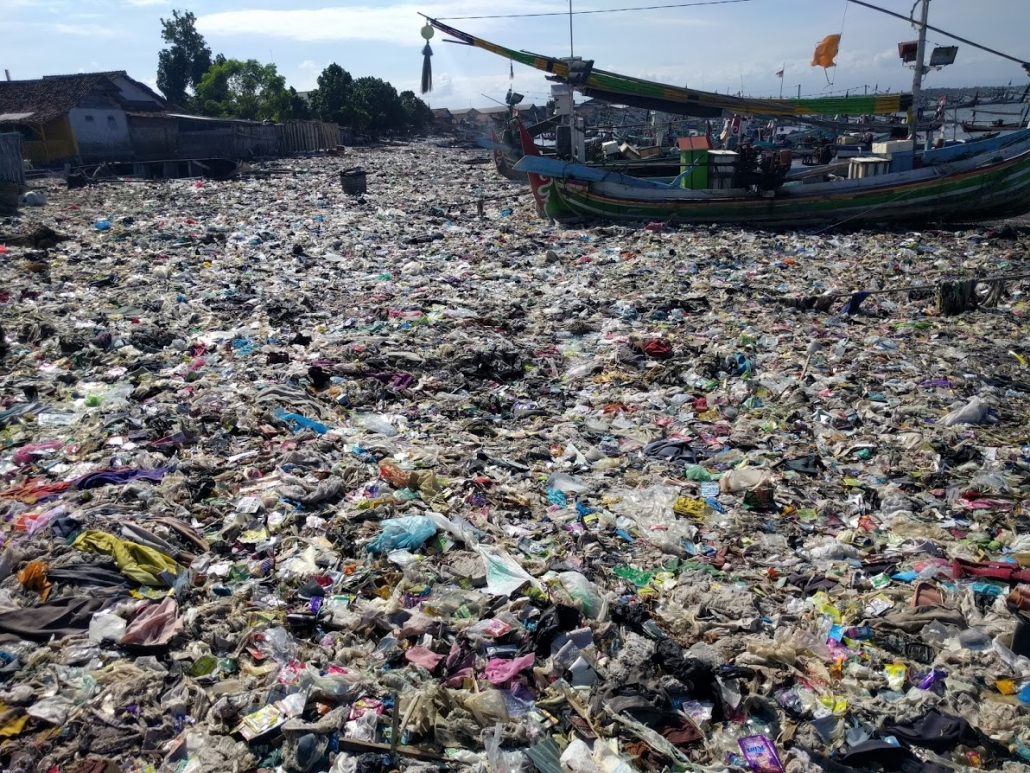 Bali Indonesia plastic-pollution pook